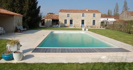 G te de baude avec piscine montreuil dans le sud vend e - Gite pyrenees orientales avec piscine ...